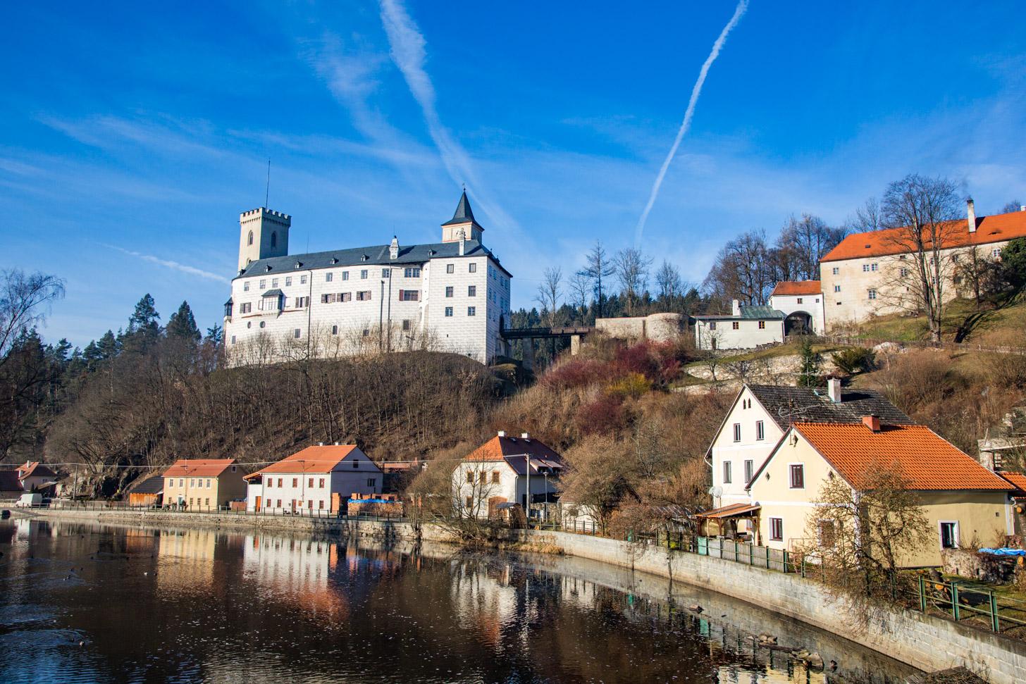 Het dorp Rožmberk nad Vltavou