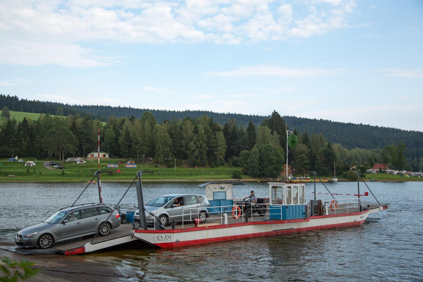 Een veerboot op het Lipnomeer